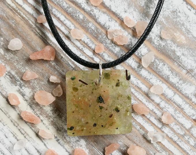 Peridot Necklace, Peridot Jewelry, Pink Salt Necklace, Energy Necklace, Crystal Necklace, Crystal Healing, Resin Necklace, Healing Necklace