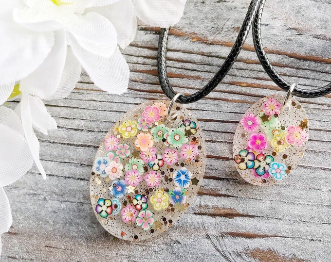 "Rainbow Resin Flower Cute Colorful Mini Glitter Necklace, Cute Colorful Flower Resin Jewelry, Cute Flower Jewelry, Cute Flower Necklace, 20"""