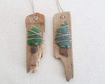 Christmas tree made of seaglass on driftwood, pendant on the tree