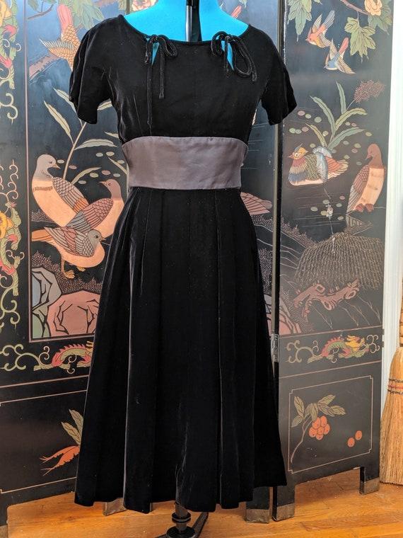 Black Velvet Dress | Witchy Vintage