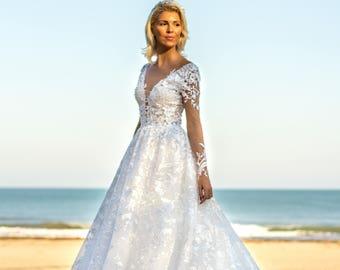 White bridal dress Boho wedding dress with lace, White Ball Gown wedding dress, Princess wedding dress, Long sleeveless wedding dress floral