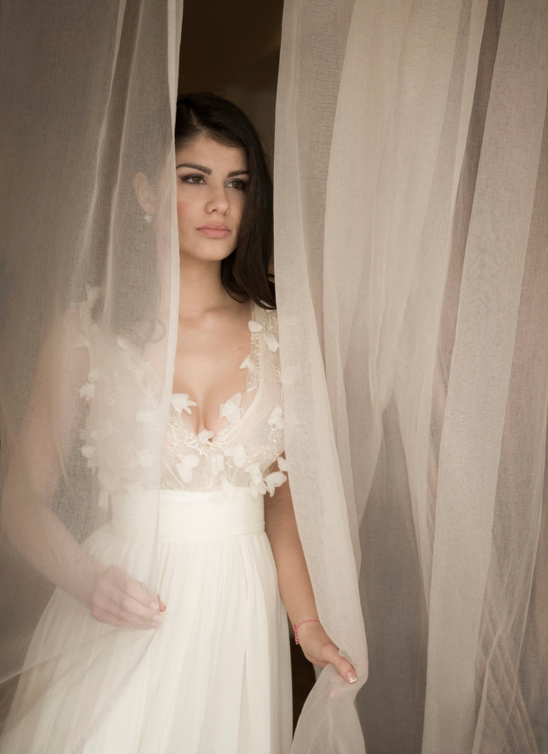 Simple wedding dress in off-white Floral wedding dress from image 0
