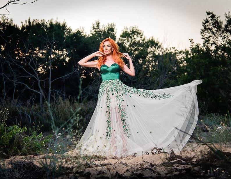 e41236fbc81446 Stijlvolle moeder van de bruid-jurk groen en wit elegante