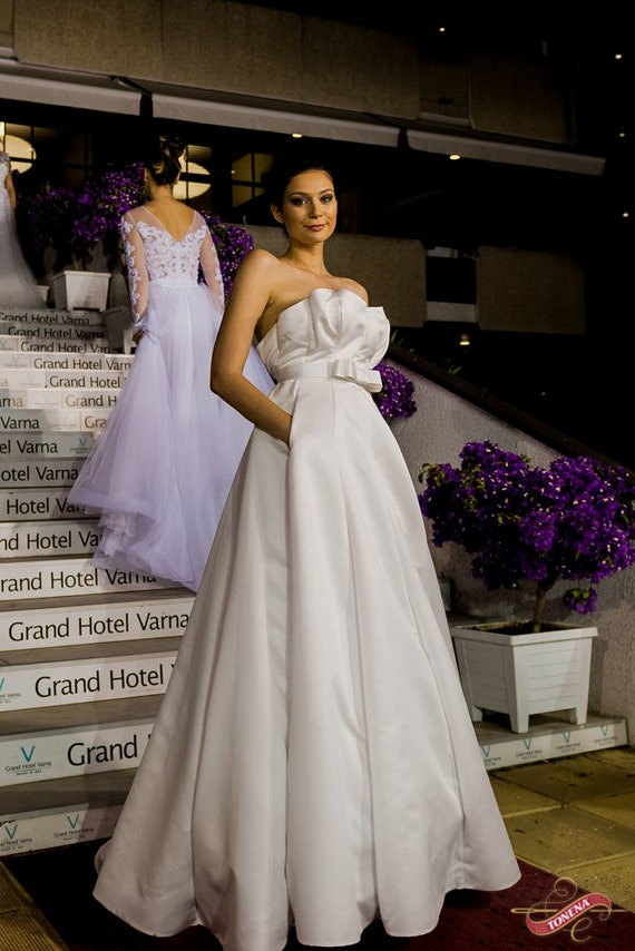 Simple Wedding dress Plus Size Wedding Dress Modest Bridal | Etsy