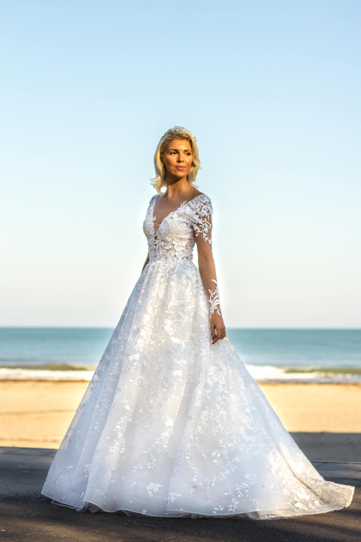 71393cdaf7e99 White bridal dress Boho wedding dress with lace White Ball