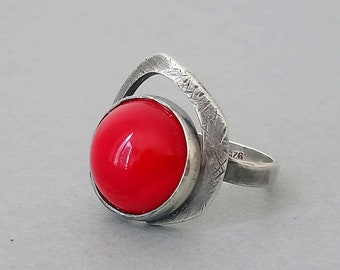e0f5b2a59 Vintage silver ring, modernist ring, red stone ring, minimal jewellery,  gift for her, unusual ring, unique ring,