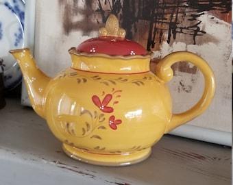 Bienvenue Demdaco yellow teapot
