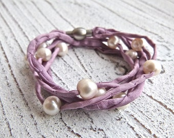 Silk bracelet with freshwater pearls to wrap
