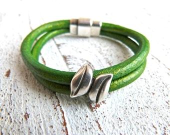 Leather Bracelet #54,Ladies Bracelet, Handmade Jewelry, Boho Chic,green bracelet,Women, bracelet, Zamak,Magnetic Clasp,Magnetic Closure
