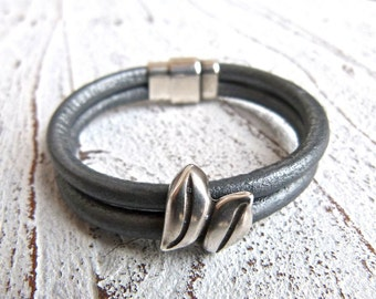 Leather Bracelet #56,Ladies Bracelet, Handmade Jewelry, Boho Chic,gray bracelet,Women, bracelet, Zamak,Magnetic Closure,anthracite bracelet