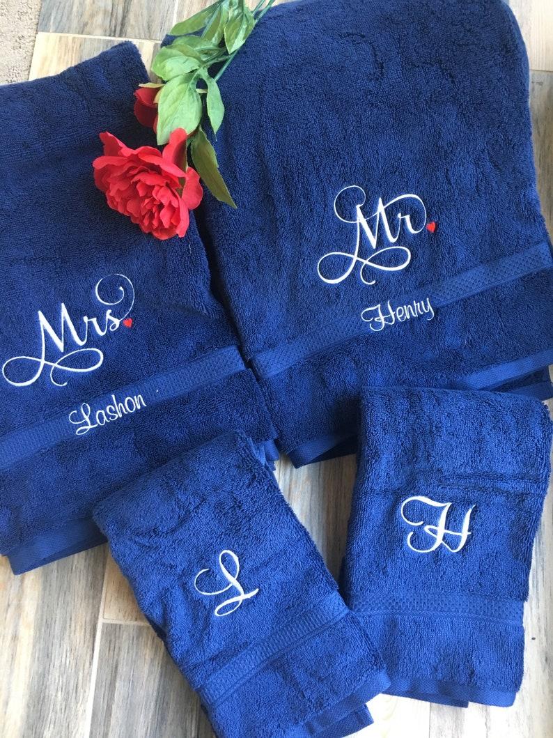 Personnalisé sa et son Mariage Ensemble de serviettes//M et Mme//serviette de bain//Cadeau Mariage