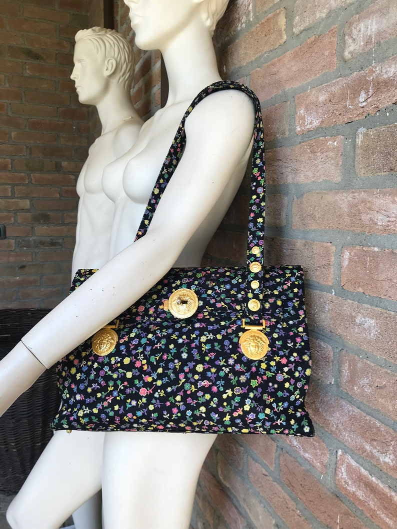 66adf32b57190 Gianni Versace Tasche Modell Kelly floral Stoff