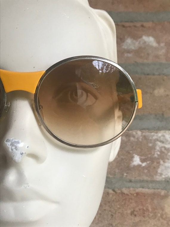 60's yellow sunglasses, round shape, space age, ge