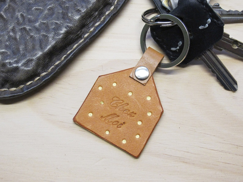 Personalised leather loop keyring Vegetable Tanned Leather Natural Chez Moi