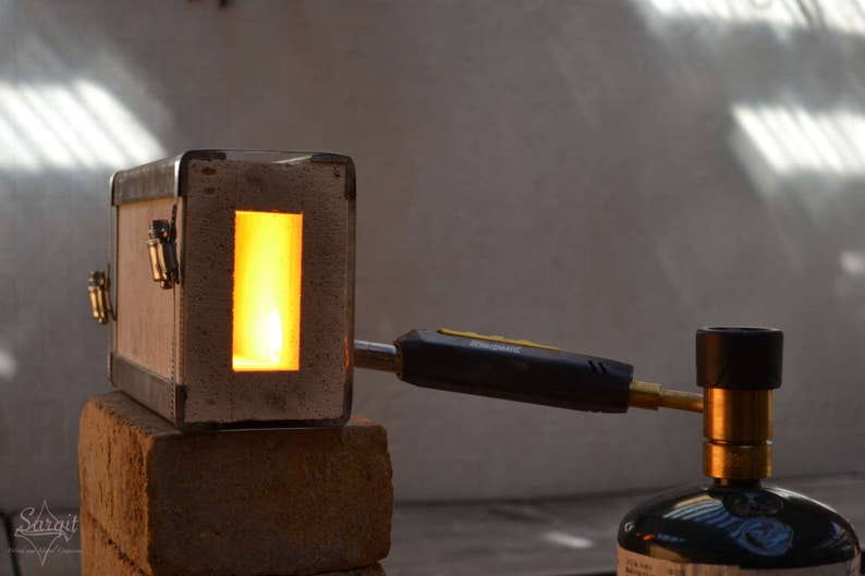 One Brick Forge with Torch: Small Blacksmith Propane Forge Fire Brick - Gas  Forge for blacksmith forging knives, axe, hooks, bottle openers