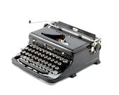 Royal O antique typewrite...