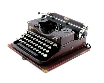 """Royal P Maroon """"Alligator Skin"""" Antique Typewriter - Reconditioned, Working Condition - Beautiful Antique Typewriter - Rare Color"""