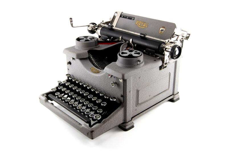 Antique typewriter Royal 10 restored and working image 1