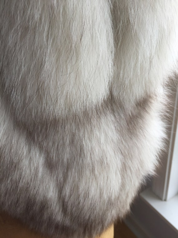 White/ Grey Fox Vintage Capelet - image 6