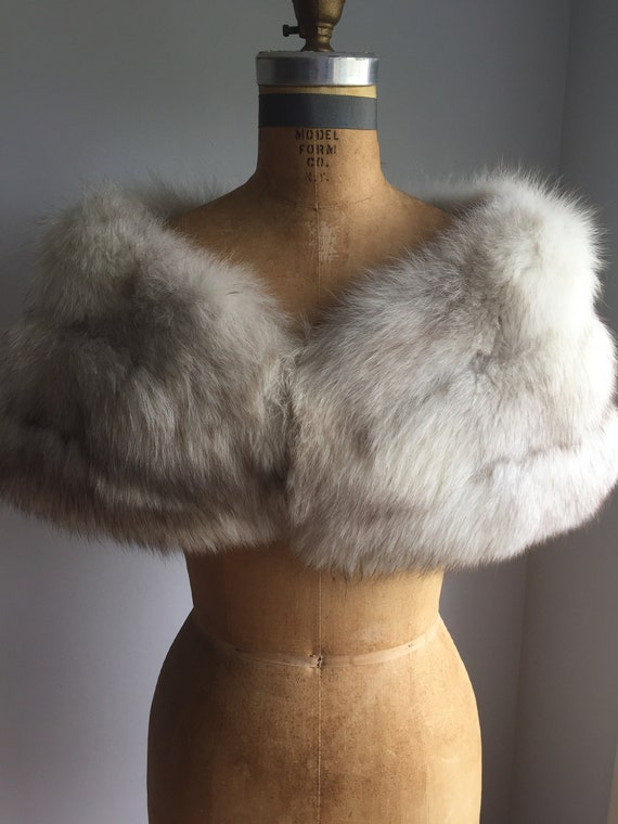 White/ Grey Fox Vintage Capelet - image 1