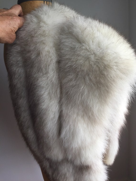 White/ Grey Fox Vintage Capelet - image 5