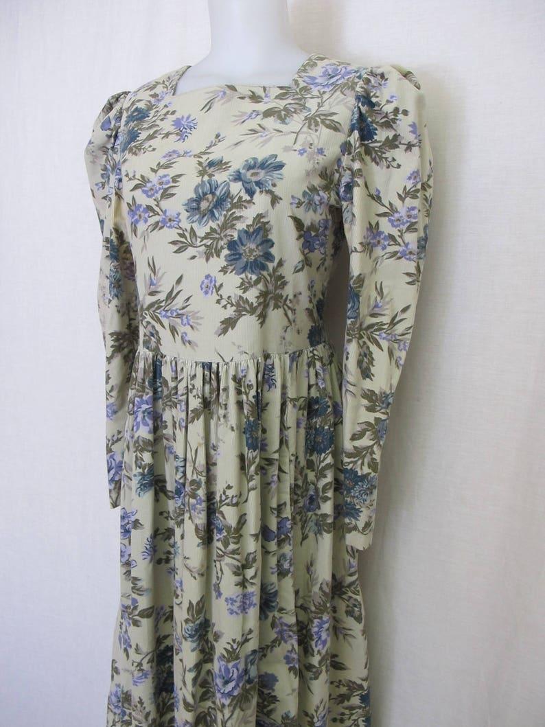 e8aefe064f7 Laura Ashley robe Prairie Robe florale robe en velours côtelé