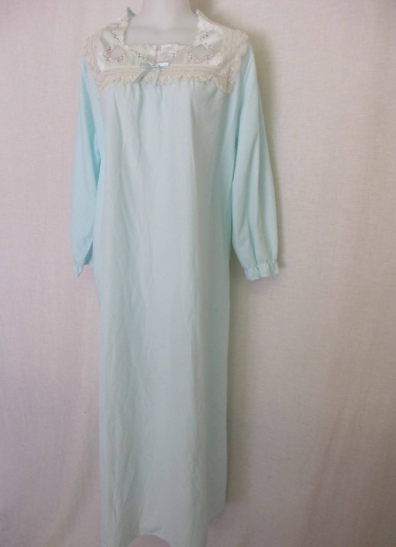 Old Fashioned Nightgown 1960 s Nightgown Long Sleeve  e06bb35cb