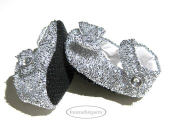 Silver shoes, Mary Jane's, Baby Shoes, Silver baby shoes with bow on it, baby girl shoes, silver baby shower, sparkly baby shoes, new baby