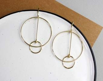 Statement Circle-Gilded stud earrings circles around geometric minimalist conspicuous