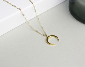 Moon Crescent moon Horn-gilded necklace