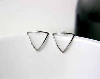Rhodium-plated silver triangle - studs A14