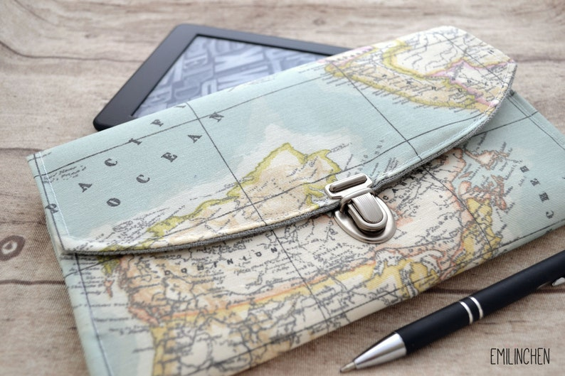 water-repellent travel case with world map motif gift space silber/ 2 Fächer