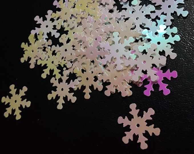 Pack of 100 Xmas Iridescent Snowflakes Sequins. 18mm x 18mm Christmas Confetti