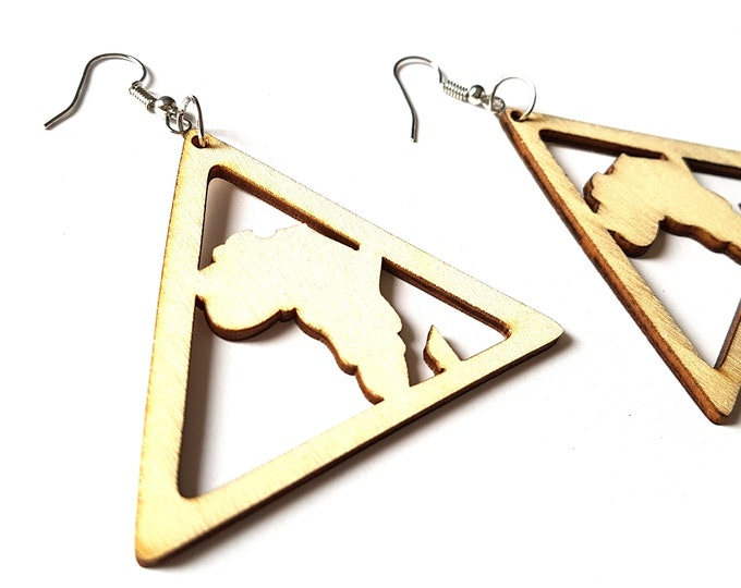 One Pair of Unfinished Natural Wood Drop Africa In a Triangle Earrings. 5cm x 6cm.