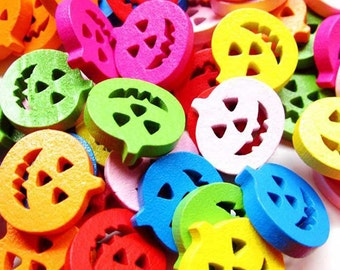 Pack of 100 Assorted Colours Wooden Pumpkins. 17mm Flat Halloween Charms