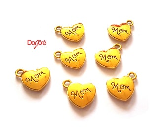 Pack of 20 Gold Coloured Mom Heart Charms. 15mm x 15mm Mum Pendants