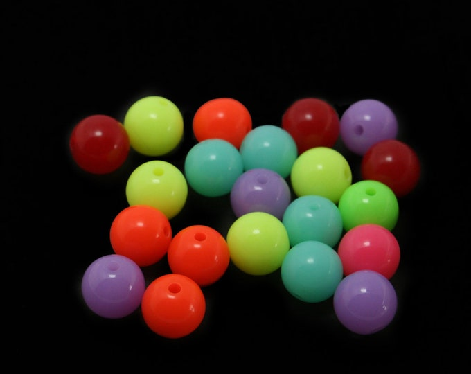 CLEARANCE Pack of 50 Round Acrylic GumBall Beads. Different Colours Available. 10mm Plastic Spacers