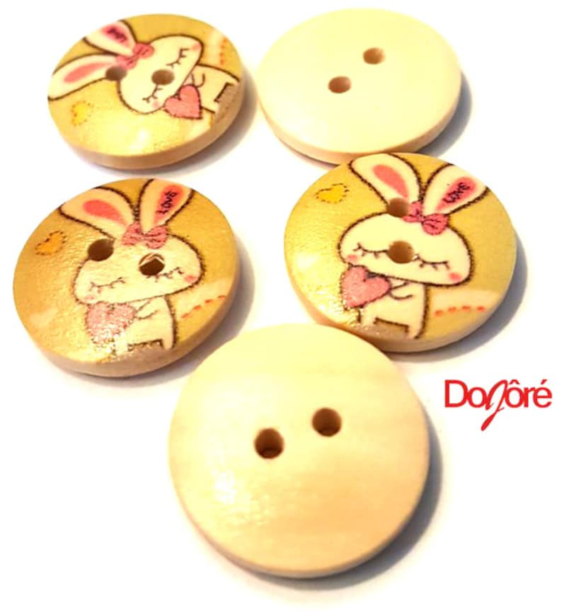 50 x Natural Wood Apple Buttons 13mm x 13mm Love Dressmaking Sewing Valentine
