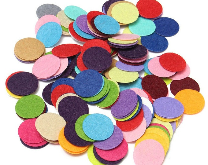 Pack of 200 Assorted Colours Round Felt Fabric Pads.  25mm Die Cut Circle. Cardmaking Sewing Appliques