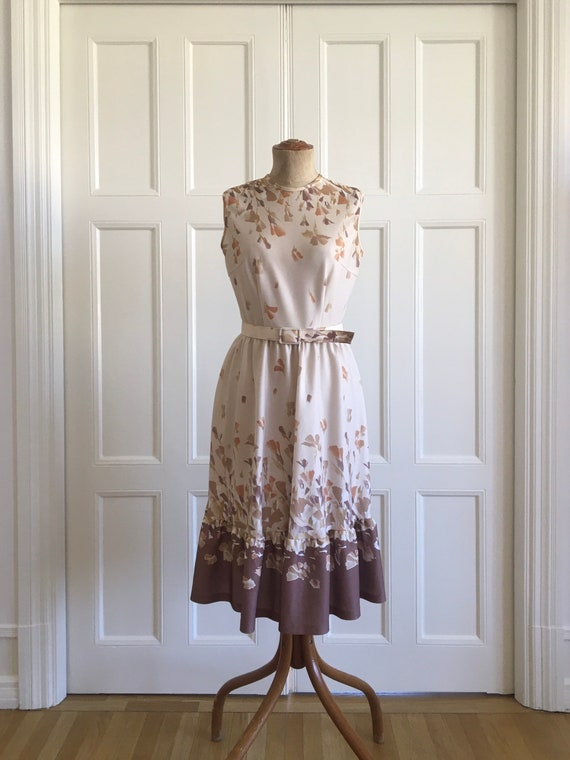 Lovely 70s leaf feather print dress