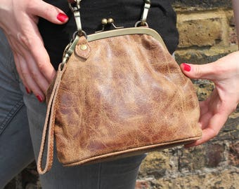 Evanna Clutch Clip Bag With Floor Tan Scrunchy Leather
