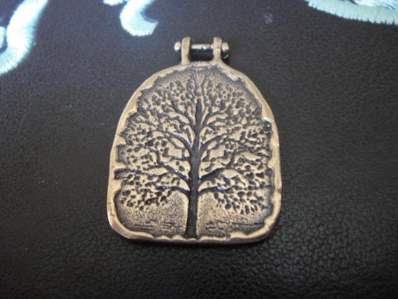 breloque en bronze massif ou un pendentif avec l'arbre de vie, arbre de vie, pendentif bronze antique, bronze arbre de vie