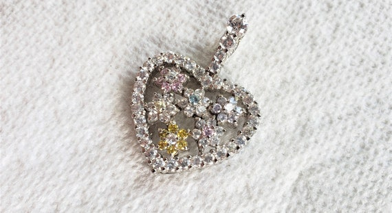 6.9g E3918 Women/'s Vintage Estate Sterling Silver Heart Shaped Pendant