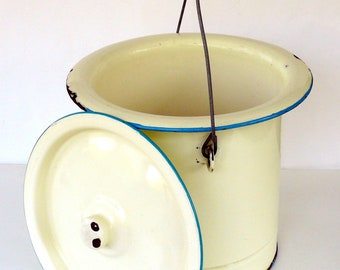 Vintage French Cream Enamel Bucket with Lid Large Metal Pail Enamelware Pot Big Enamel Planter Laundry Bin Compost Bin Rustic Wine Chiller