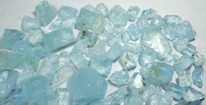 515 Carats Top Quality Fully Sky Blue Color Aquamarine Rough Grade Good Quality from Pakistan