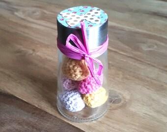 Miniatur Eier im Glas Salzstreuer, Miniature Eggs in Salt Speader Gläser, gehäkelte Mini Eier, crocheted Mini Egg,Tischdeko Ostern