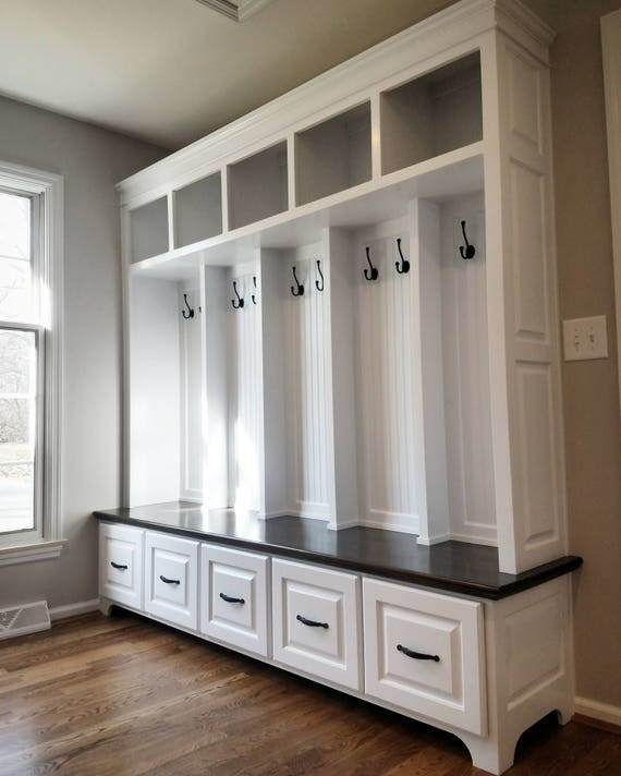 Superb The Williamsburg Mudroom Bench Lockers Cubbies Storage Halltree Furniture Inzonedesignstudio Interior Chair Design Inzonedesignstudiocom