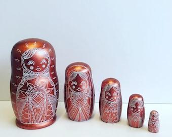 Russian Nesting dolls, dolls in dolls, matryoshka babushka dolls