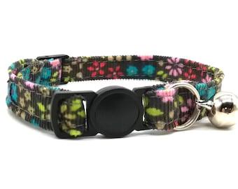 Pretty corduroy daisy fabric with breakaway safety collar