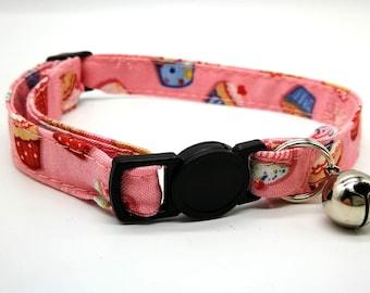 Pink cupcake breakaway safety collar
